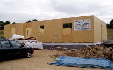 Hrubá stavba montovaného domu